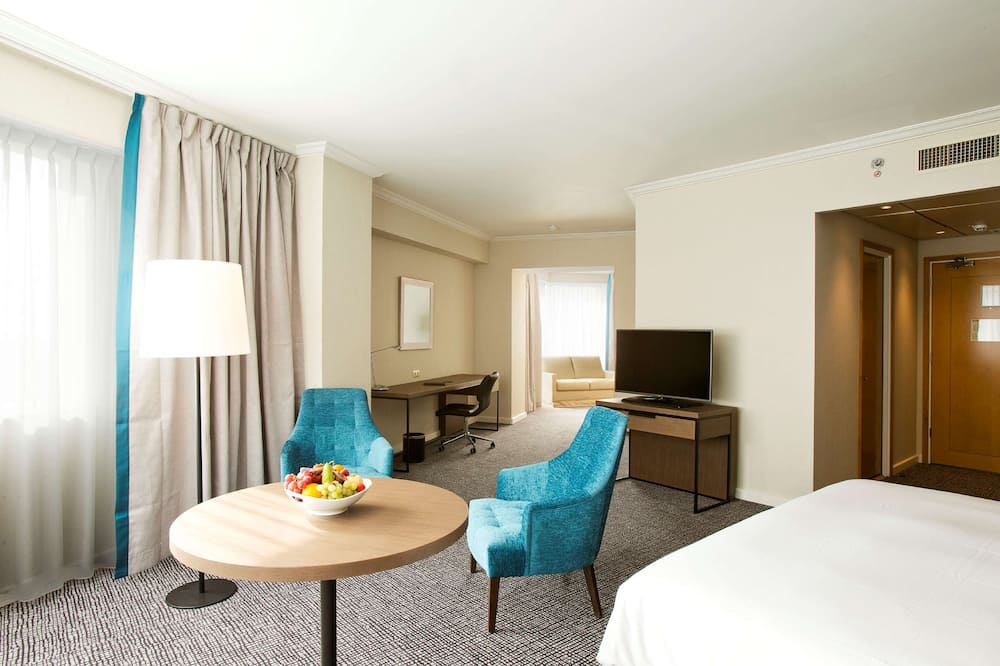 Junior Suite, 1 King Bed (Newly Renovated) - Living Area