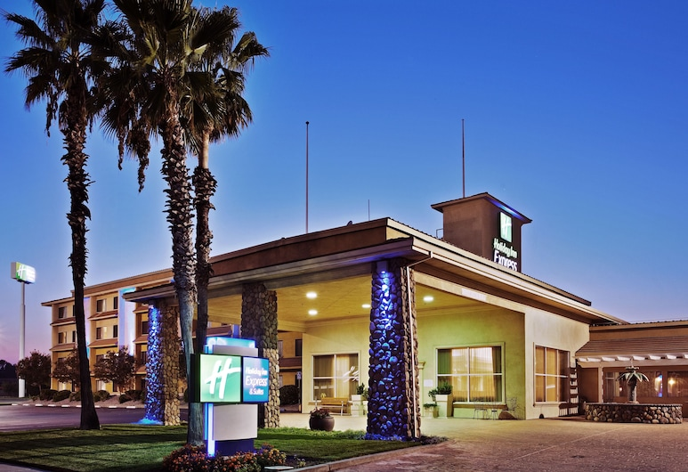 Holiday Inn Express Hotel & Suites Corning, Corning