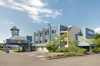 Picture of Travelodge by Wyndham Parksville in Parksville
