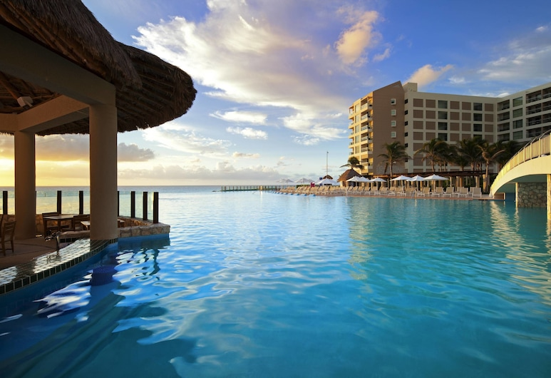 The Westin Lagunamar Ocean Resort Villas & Spa, Cancun, קנקון, בר לצד הבריכה