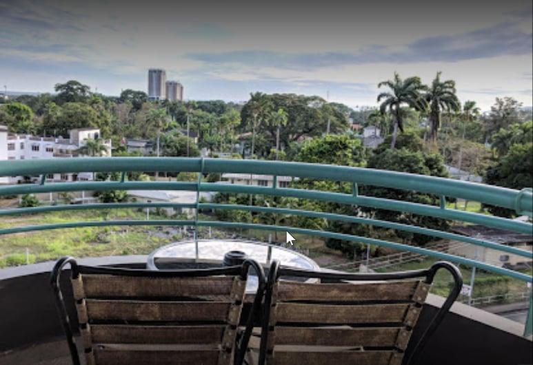 Kapok Hotel, Port of Spain, Terasa/trijem