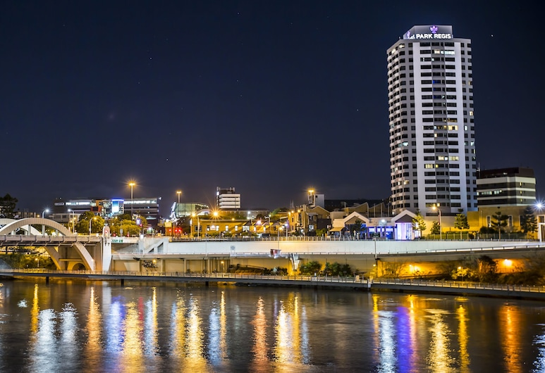 Park Regis North Quay, Brisbane, Hotel Front – Evening/Night