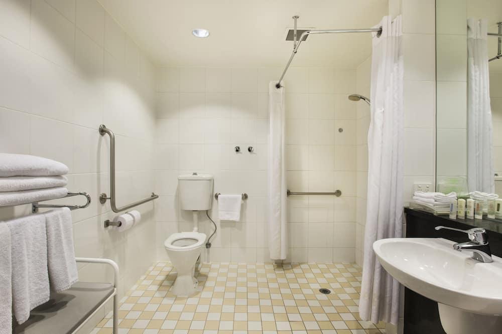 Номер, 1 двуспальная кровать «Квин-сайз», для людей с ограниченными возможностями (Wheelchair) - Ванная комната