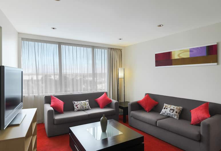 Holiday Inn Melbourne Airport, Melbourne Airport, King Suite, Living Area