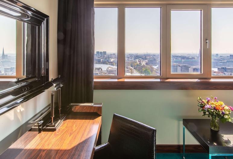 Radisson Blu Hotel, Hamburg, המבורג, חדר פרימיום (Alster View, 16-27 Floor), חדר אורחים
