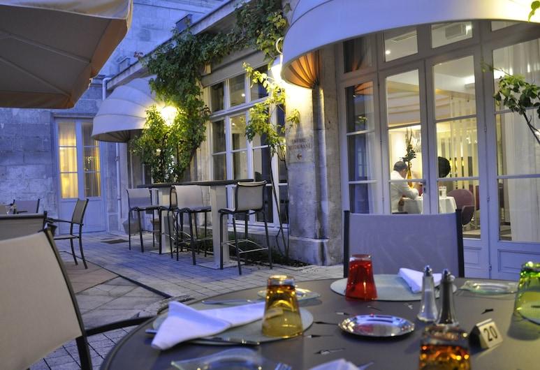 Mercure Angouleme Hotel de France, Angouleme, Einestamine vabas õhus