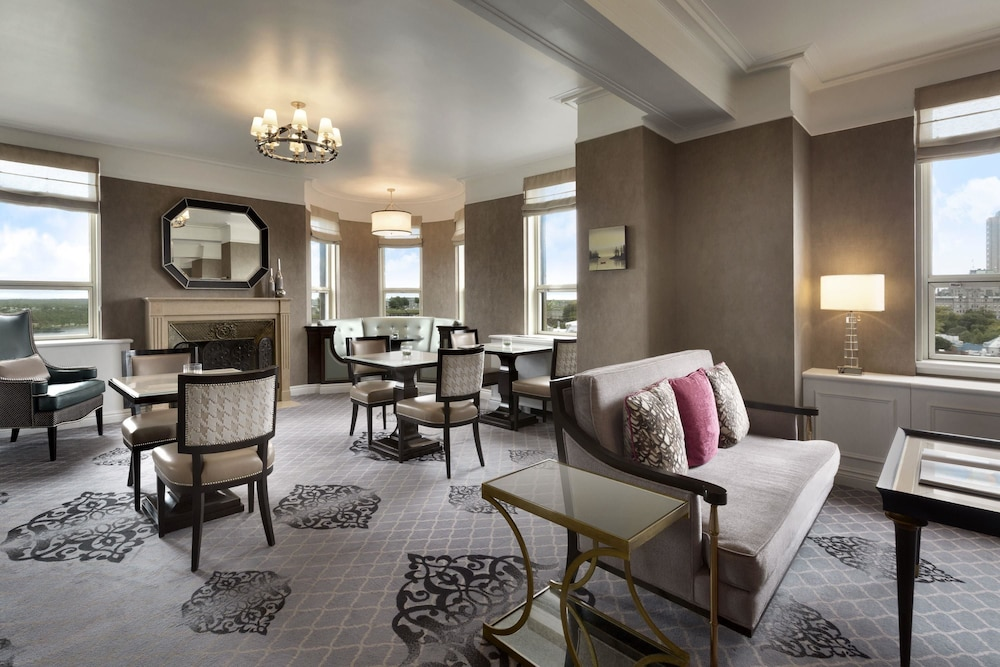 Best Of The Week 9 Instagrammable Living Rooms: Book Fairmont Le Chateau Frontenac In Quebec