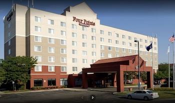 Top 10 Hotels Near Detroit Mi Dtw Metropolitan Wayne County In Romulus Michigan