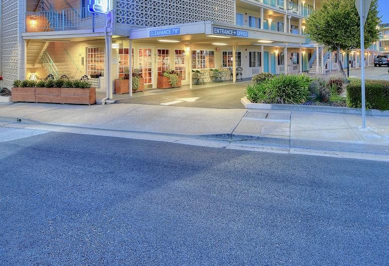The Stevenson Monterey, Monterey, Mặt tiền khách sạn - Ban đêm