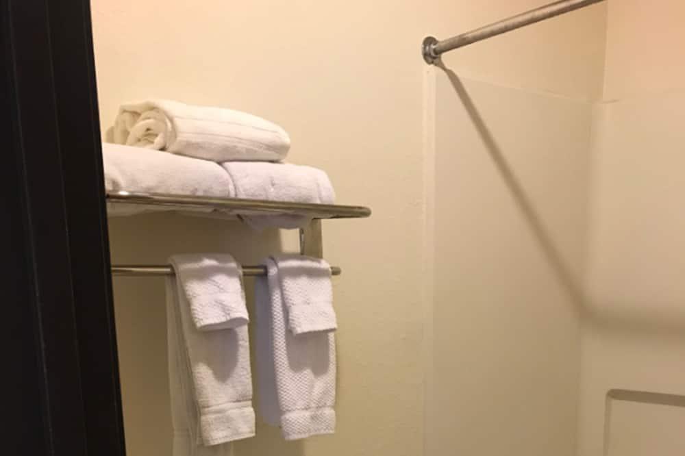Μονόκλινο Δωμάτιο, 1 King Κρεβάτι - Μπάνιο