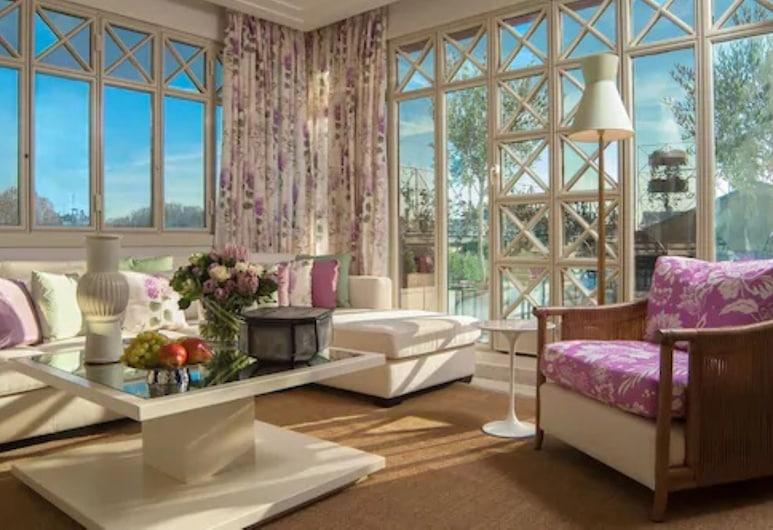 Four Seasons Hotel Milano, Milano, Penthouse Suite king bed, Tuba
