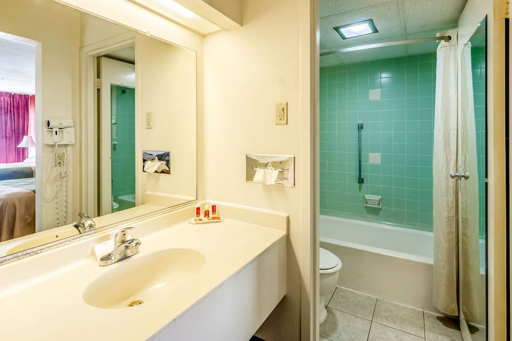 Standaard kamer, 2 tweepersoonsbedden, niet-roken - Badkamer