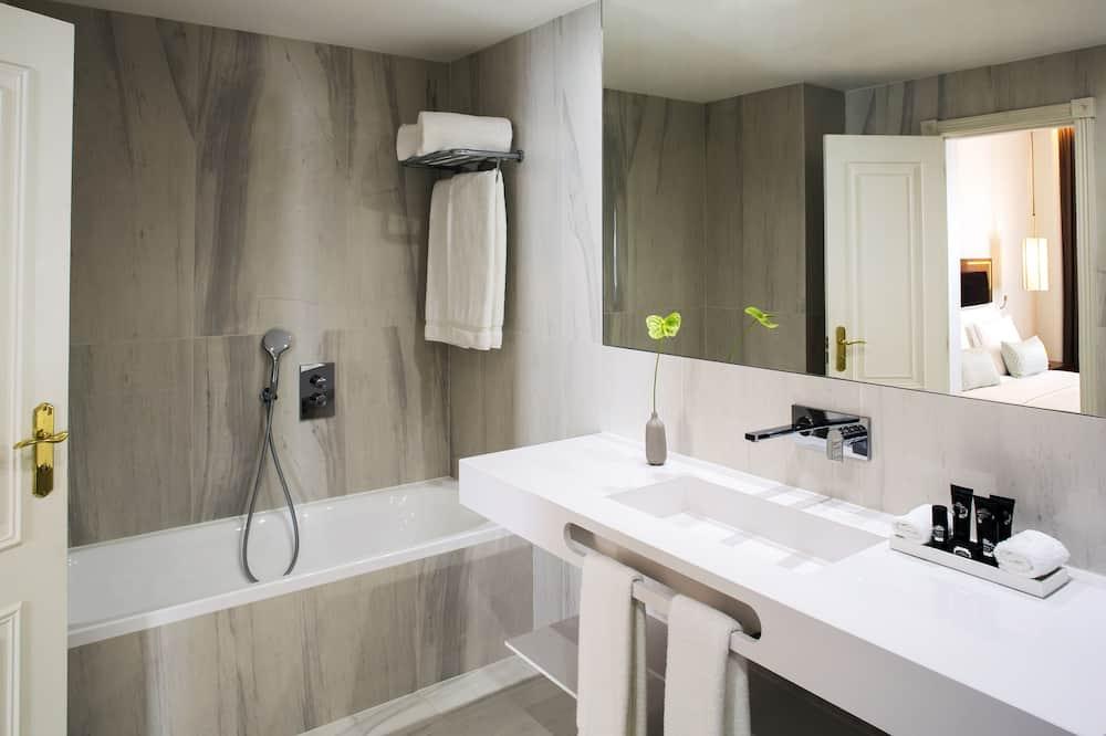 Family Room (Deluxe) - Bathroom