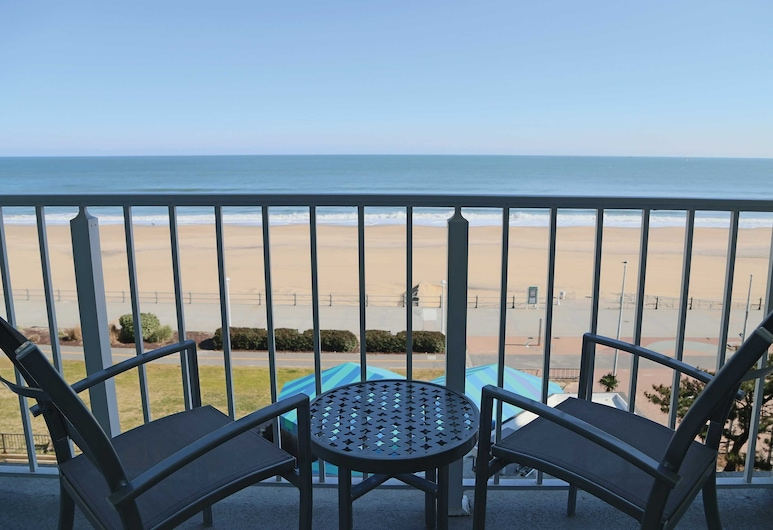 Surfbreak Oceanfront Hotel, Ascend Hotel Collection, Virginia Beach, Standard Room, 1 King Bed, Non Smoking, Guest Room
