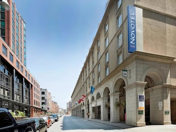 Book this Parking available Hotel in Toronto