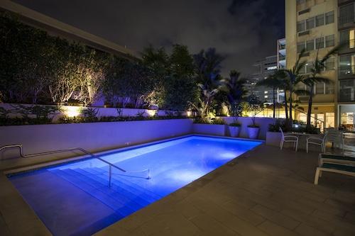 貝特特維斯特棕櫚康達多套房飯店/