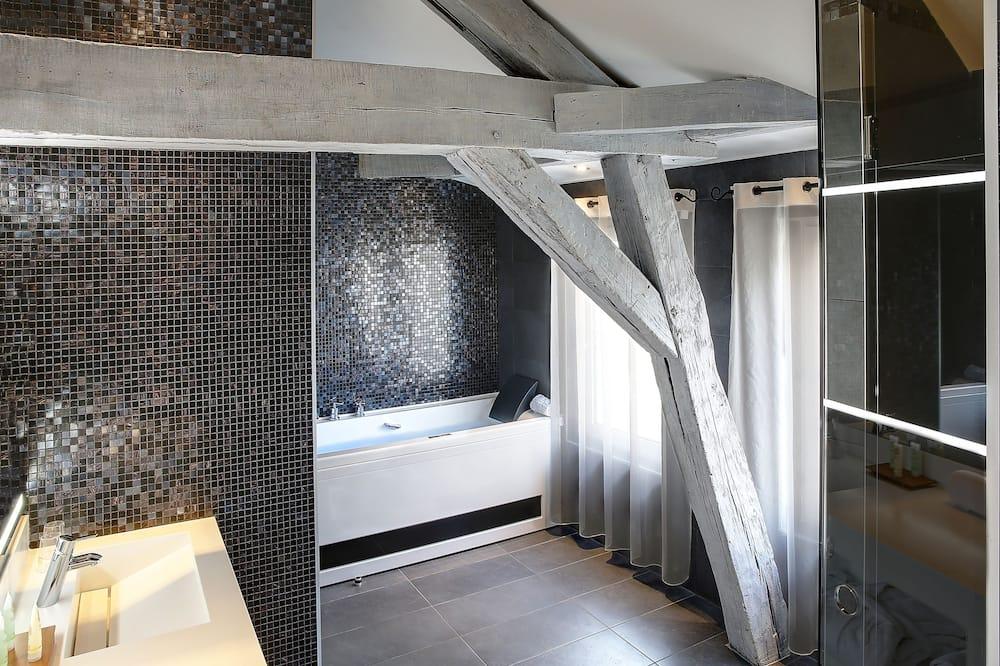 Suite, 1 King Bed, Bathtub - Bathroom