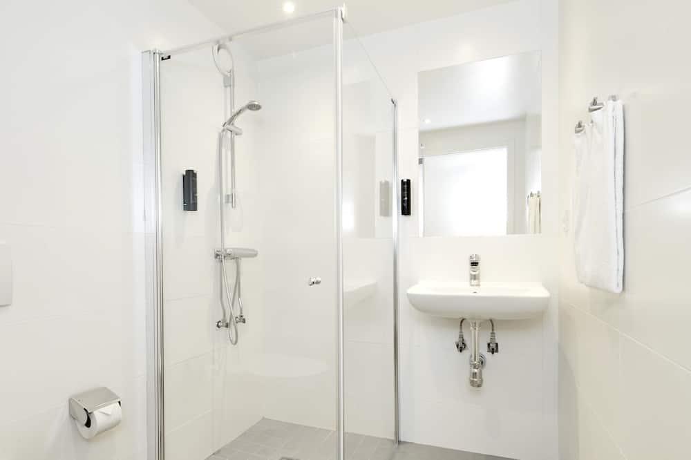 Standard szoba kétszemélyes ággyal (Large) - Fürdőszoba