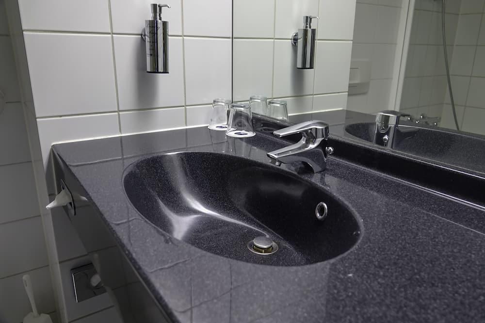 Chambre Double Standard, balcon - Salle de bain