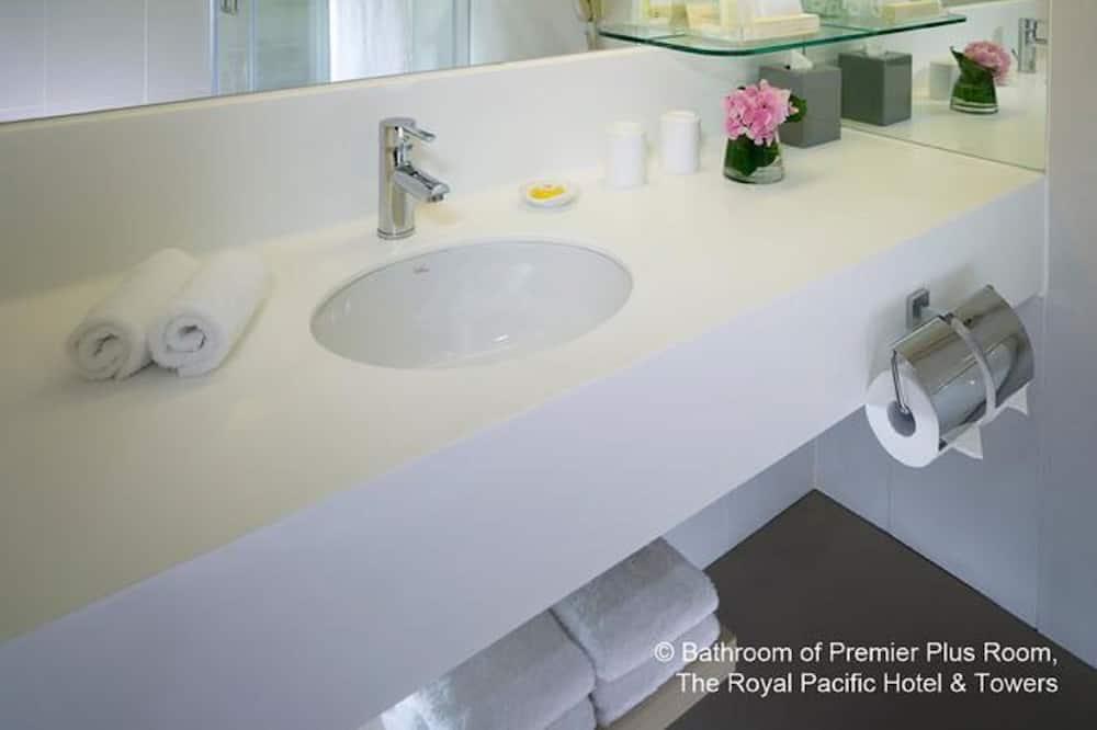 Premier Room - Bathroom
