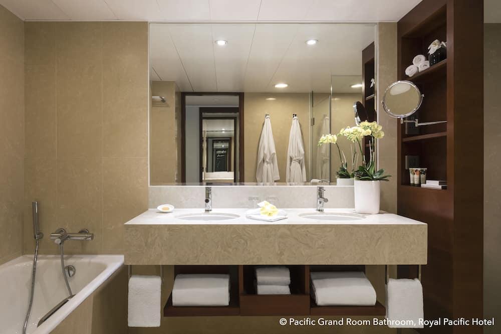 Towers Harbour Suite - Bathroom