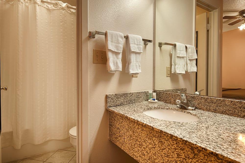 Standardzimmer, 1King-Bett, barrierefrei, Nichtraucher (Oversized Room) - Badezimmer