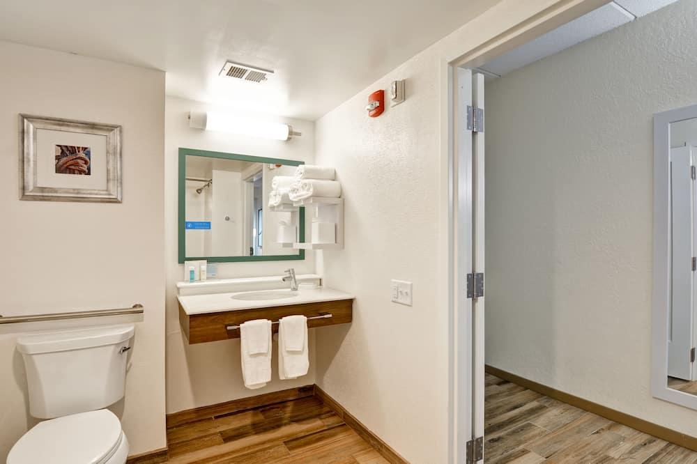 Room, 2 Queen Beds, Accessible (Hearing) - Bathroom