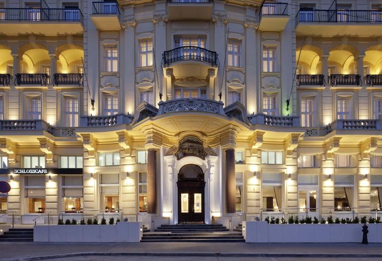 Austria Trend Parkhotel Schönbrunn, Wiedeń, Fasada hotelu — wieczorem/nocą