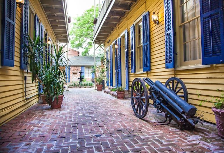 Andrew Jackson Hotel®, a French Quarter Inns® Hotel, New Orleans, Avlu