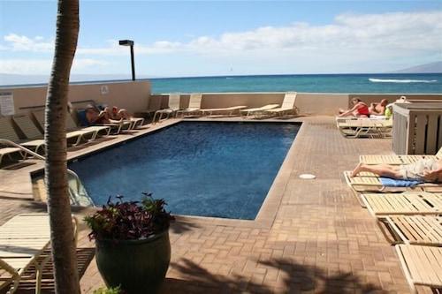 卡哈納海灘度假俱樂部飯店/
