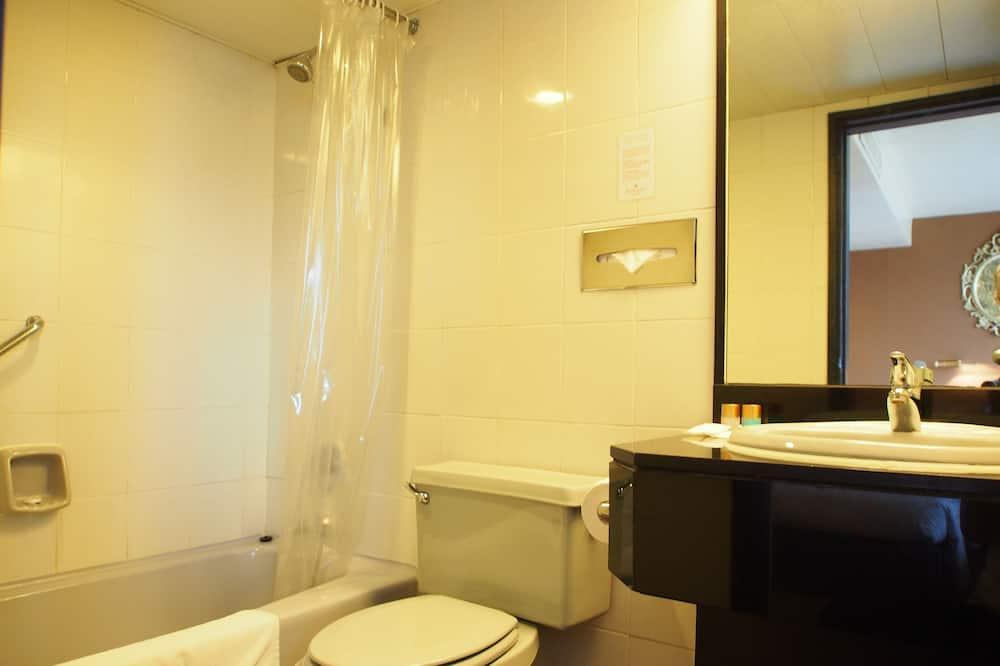 Superior City View Double Room - Bathroom