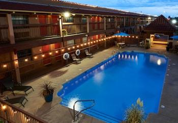 Enter your dates for our Albuquerque last minute prices