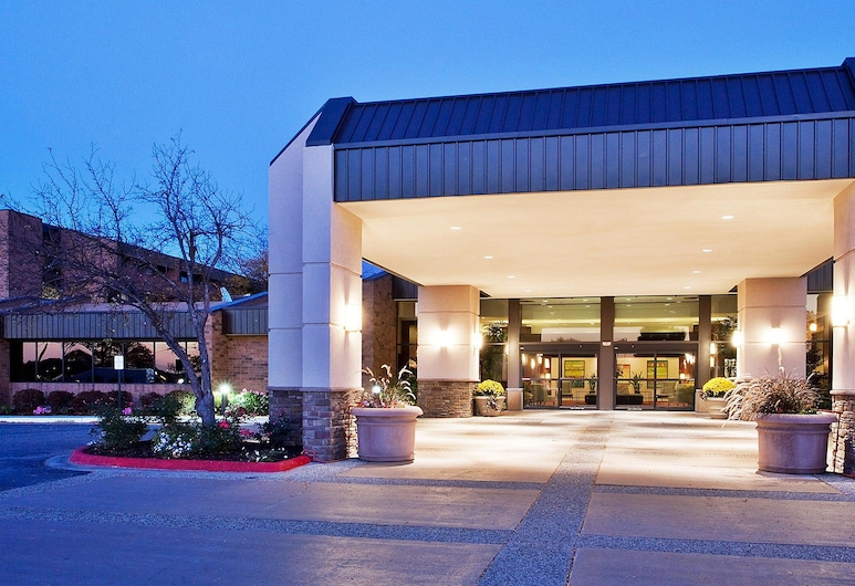 The Plaza Grand Rapids Airport Hotel & Conference Center, Grand Rapids Township