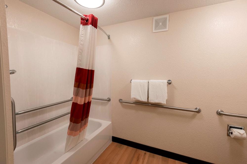 尊榮客房, 1 張特大雙人床, 無障礙 (Upgraded Bedding & Snack, Smoke Free) - 浴室