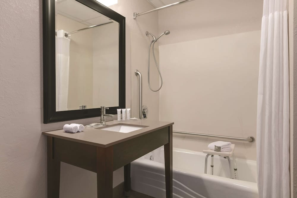 Room, 2 Queen Beds, Accessible, Non Smoking - Bathroom