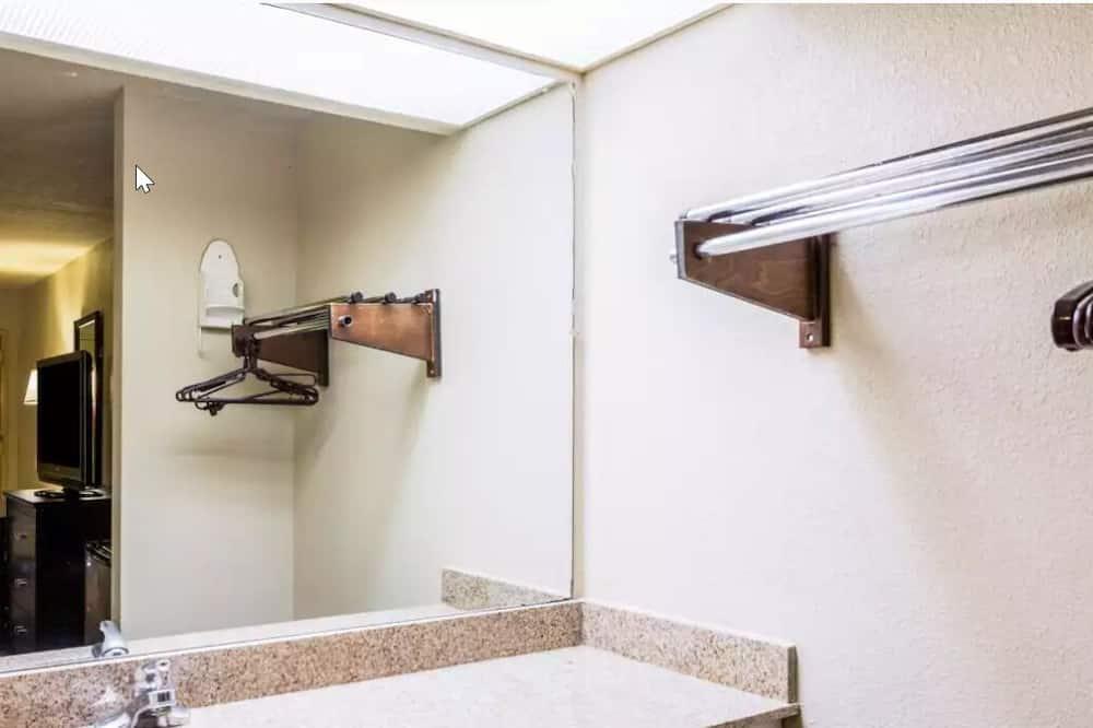 Chambre Double Standard, 2 lits doubles, fumeurs - Salle de bain