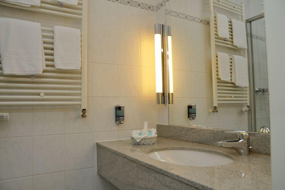 Standard single, nonsmoking - Bathroom