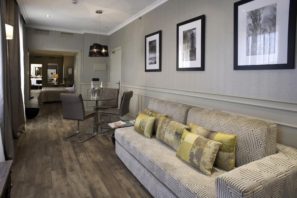 Apartament typu Grand Suite, Łóżko king i sofa, widok na góry - Powierzchnia mieszkalna