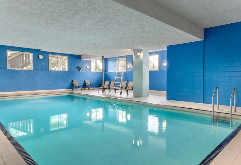 Days Inn by Wyndham Victoria Uptown, Victoria, Pool
