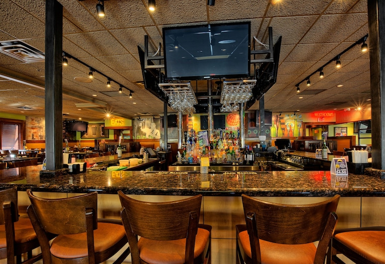 Comfort Inn & Suites and Conference Center, Mount Pleasant, Hotel Bar