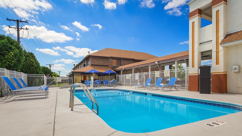 Best Western Inn Of St Charles Pool