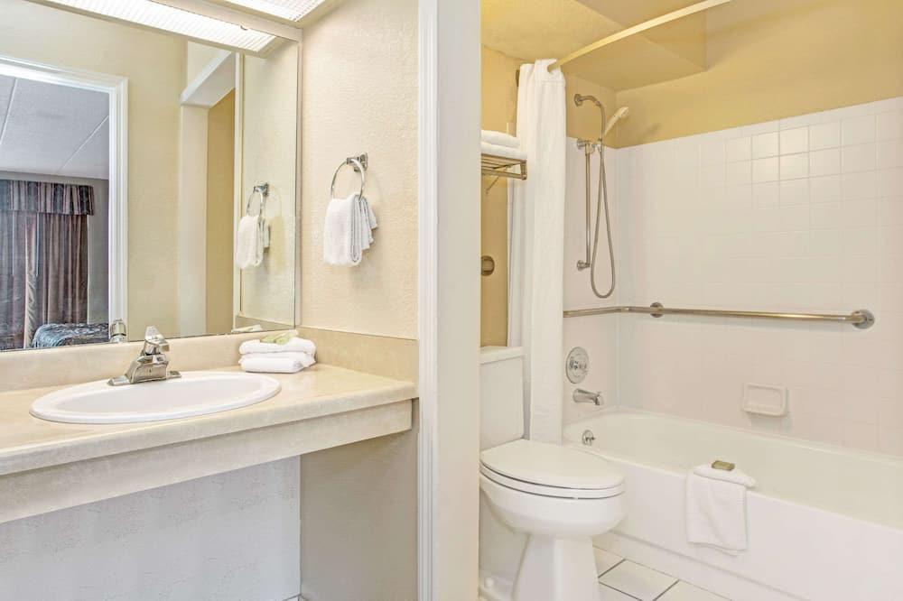 Zimmer, 1King-Bett, barrierefrei, Nichtraucher (Mobility) - Badezimmer