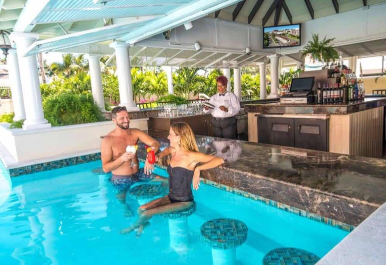 Comfort Suites Paradise Island, Paraiso saar, Välibassein