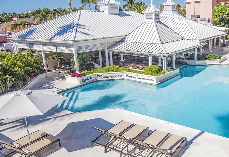 Comfort Suites Paradise Island, Paradise Island, Sólpallur