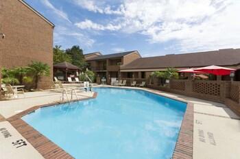 A(z) Ramada by Wyndham Raleigh hotel fényképe itt: Raleigh
