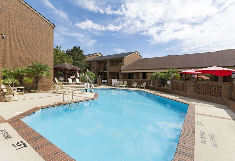Ramada by Wyndham Raleigh, Raleigh, Pool
