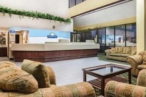 東北印第安納波利斯溫德姆戴斯酒店/