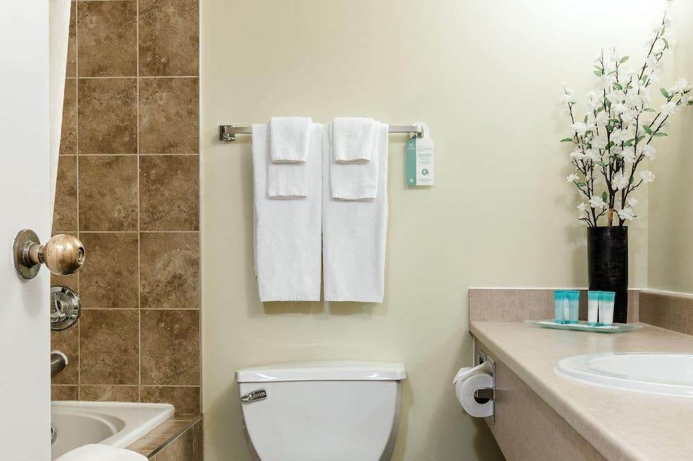 Chambre Tradition, 1 très grand lit - Salle de bain