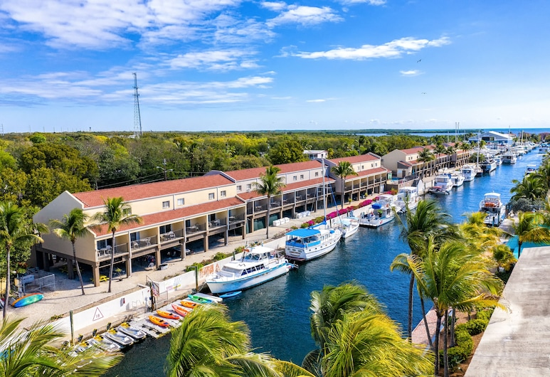 Waterside Suites & Marina, Key Largo, Deluxe Suite, 1 King Bed with Sofa bed, Non Smoking, Balcony, Water view