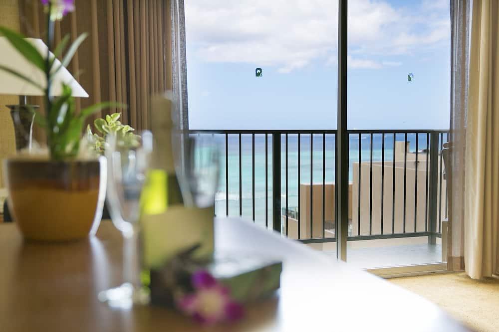 Signature Room, Partial Ocean View - Guest Room